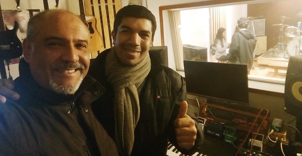 Visitamos a Jesús Rodríguez en su ensayo de voces y banda en vivo - ArtesUnidas.com