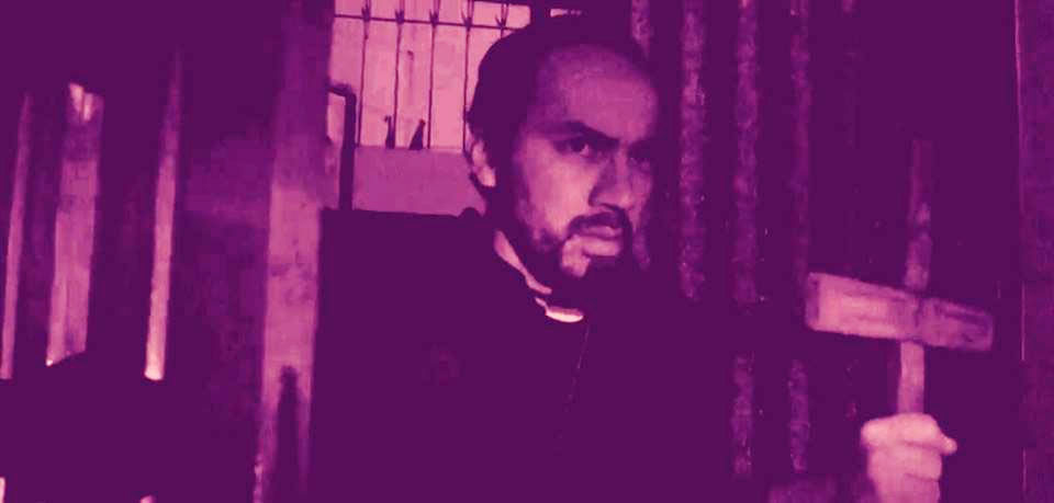 Juan Felipe Fernández es un Sacerdote en Sahara Hellen - ArtesUnidas.com