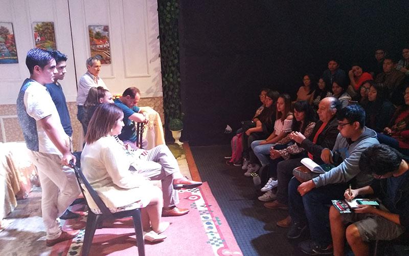 Conversación con alumnos de teatro - ArtesUnidas.com