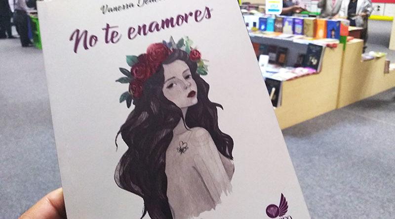 """Vanessa Deacosta presentó poemario """"No te enamores"""""""
