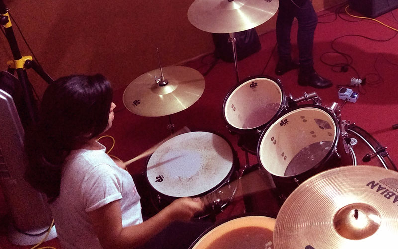 Día de ensayo con la banda de rock catarsis - Rock Femenino - ArtesUnidas.com