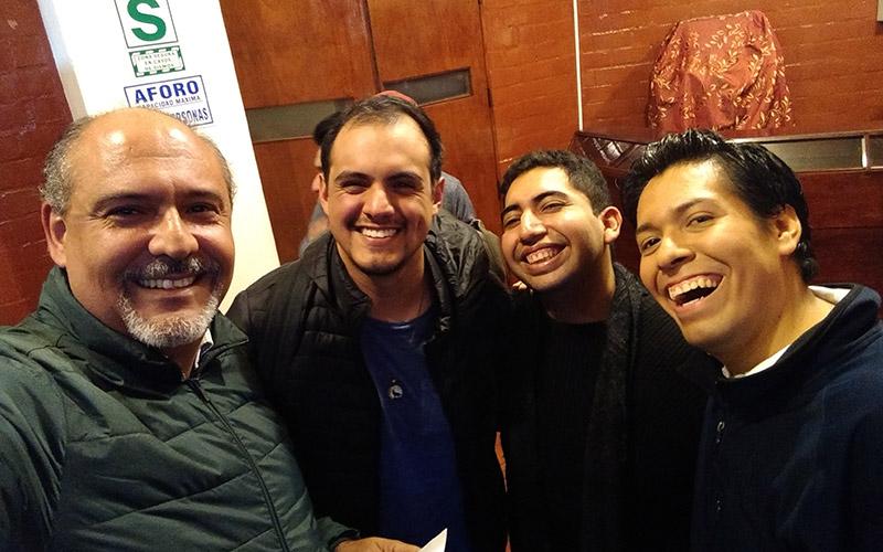 Junto a Luis Yataco, Aaron Vizcardo y Juan Carlos Mendoza en la noche del estreno -  ArtesUnidas.com