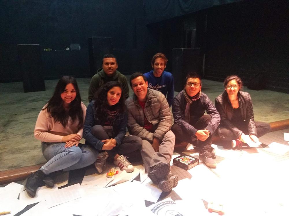 Carolina Diaz junto al Elenco - ArtesUnidas.com