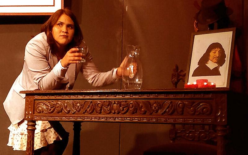 Irreverente y matemática Renata Descartada - ArtesUnidas.com