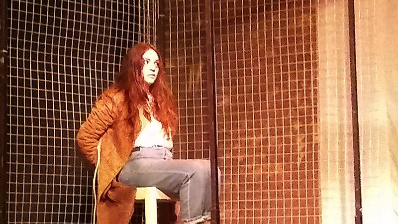 Lucia Brozovich es secuestrada en la obra de teatro Vikingos - ArtesUnidas.com