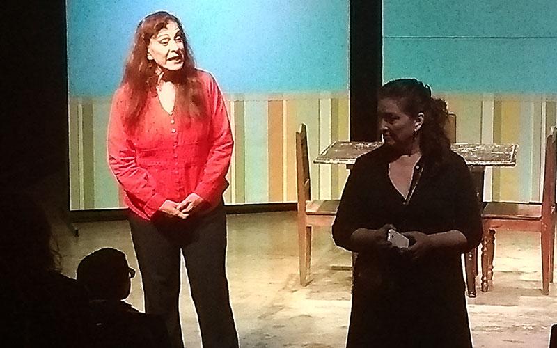 Dos hermanas esconden la realidad de sus momentos - ArtesUnidas.com