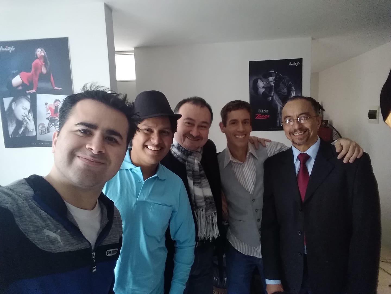 Gianfranco Mejía junto a actores reconocidos de la escena nacional